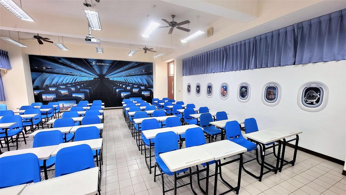 高餐大啟用全台首創星宇航空特色教室-打卡